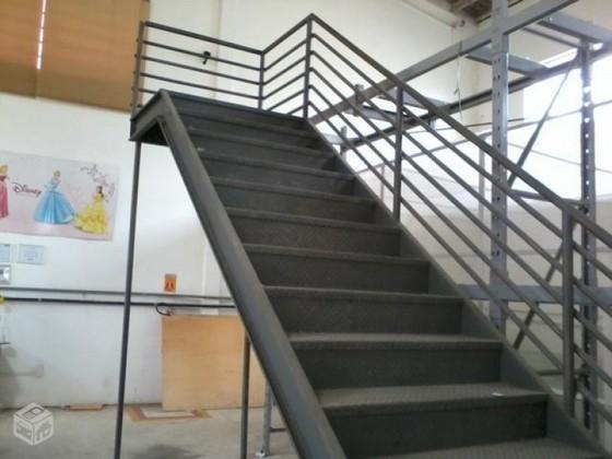 Super Escada de Ferro Externa Preço Itu - Escada com Guarda Corpo  SR33